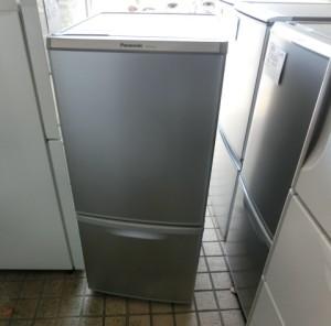 シャープ 2ドア冷凍冷蔵庫 NR-B145W・東芝 全自動洗濯機 AW-607・シャープ 電子レンジRE-T2-W6・ミラー
