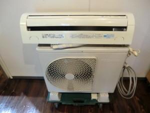 西区南観音のお客様から東芝のルームエアコン RAS-221DSW 2,2kwの買取がありました。