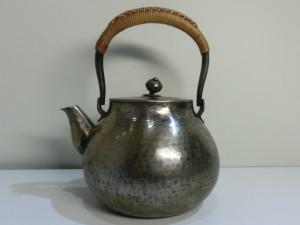 茶道具の銀瓶の買取がありました。